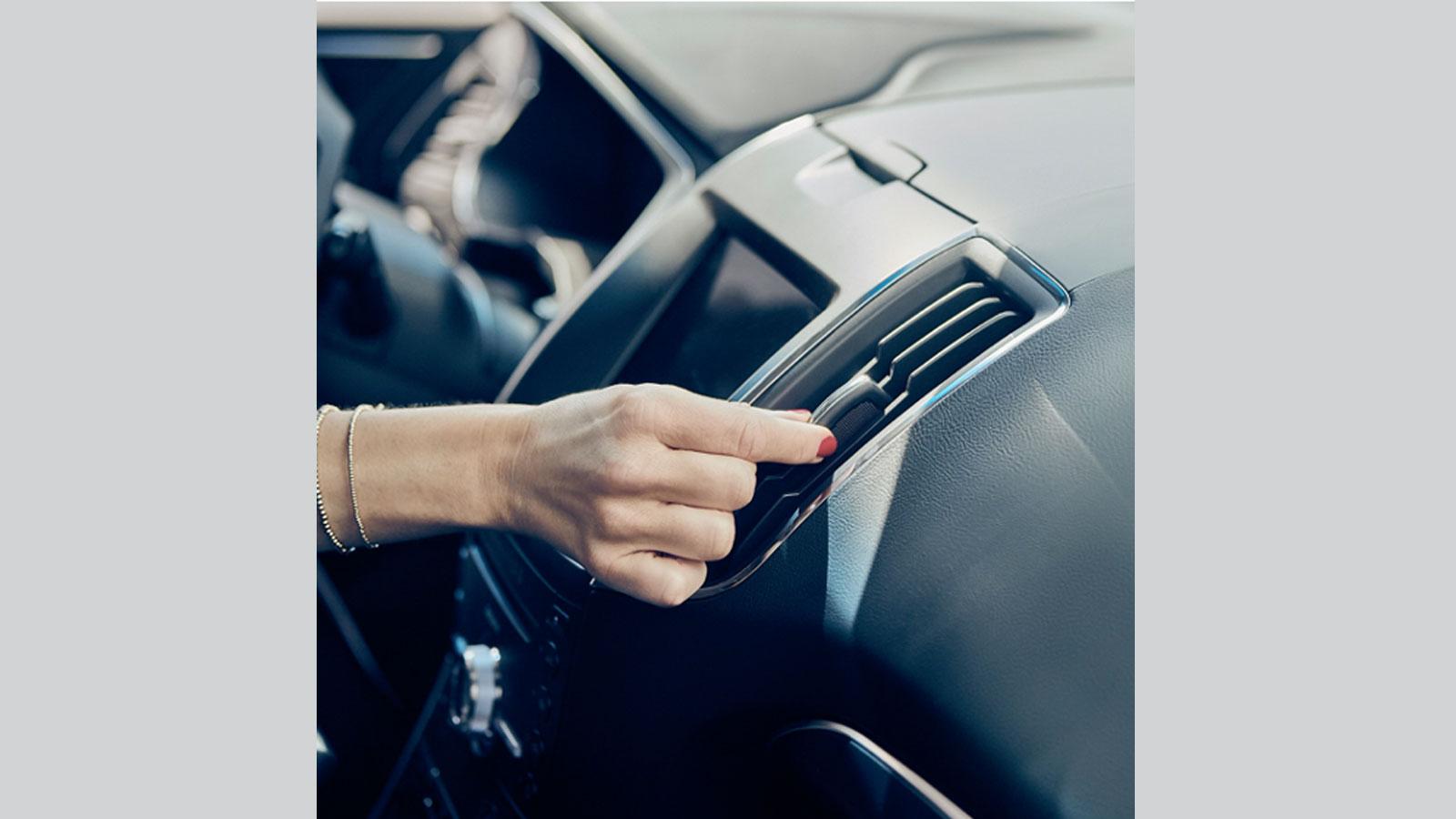 Πείτε «αντίο» σε αλλεργίες και ζέστη και νιώστε τη μοναδική αίσθηση φρεσκάδας και ευεξίας στο εσωτερικό του αυτοκινήτου μετά από έναν πλήρη καθαρισμό και συντήρηση του κλιματιστικού