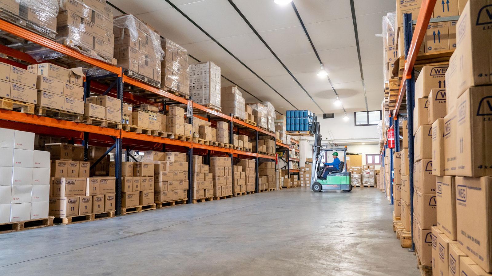 Τα περισσότερα προϊόντα εισάγονται απευθείας από τις εταιρίες παραγωγής,με σωστό και επιμελή προγραμματισμό