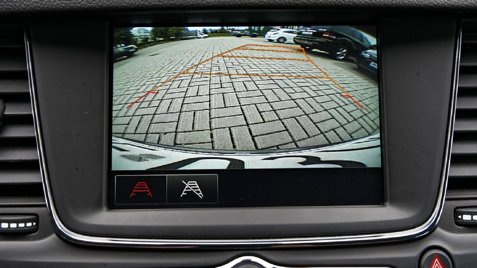 Οι οθόνες multimedia δίνουν την δυνατότητα να προσθέσετε και κάμερα οπισθοπορείας