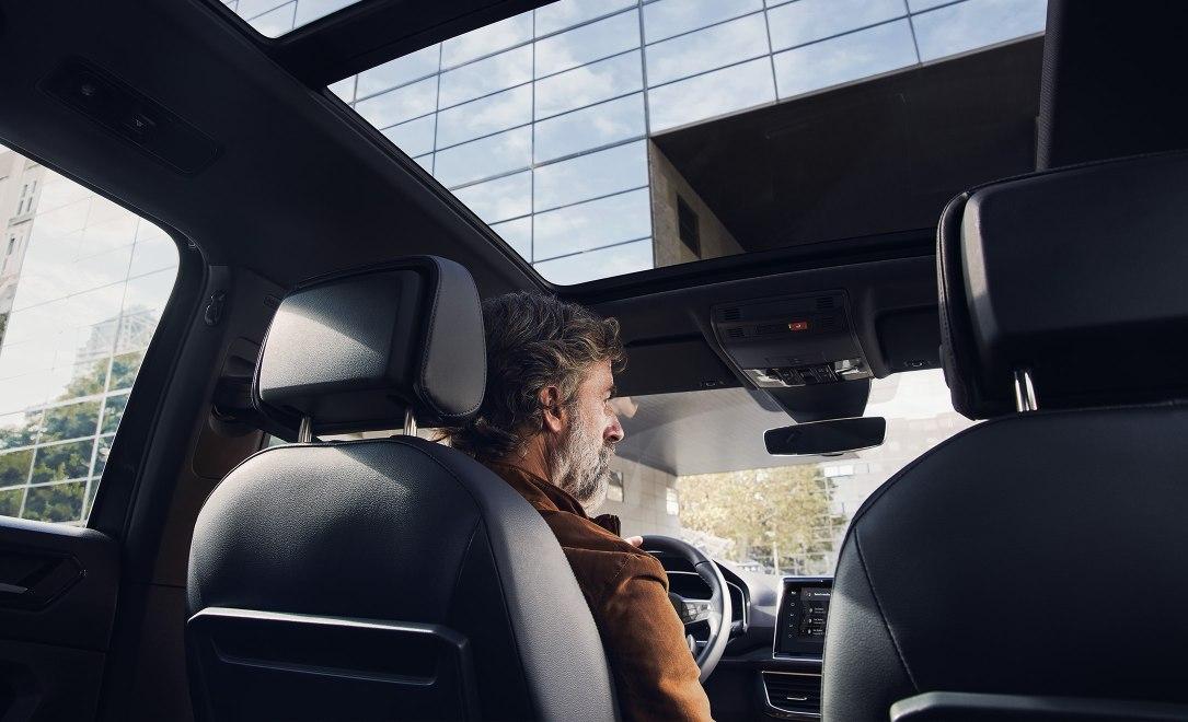 Τα να είστε πάντα συνδεδεμένοι με την εφαρμογή το «SEAT CONNECT», σημαίνει περισσότερη ασφάλεια και ακόμη πιο άνετες διαδρομές.
