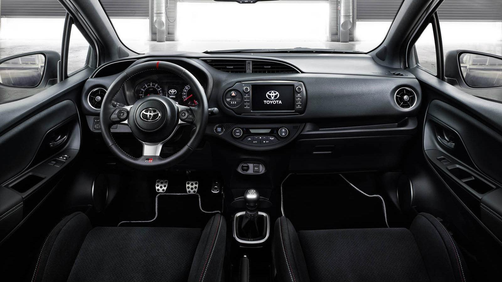 Toyota yaris 210 ps toyota yaris for Interieur yaris 2017