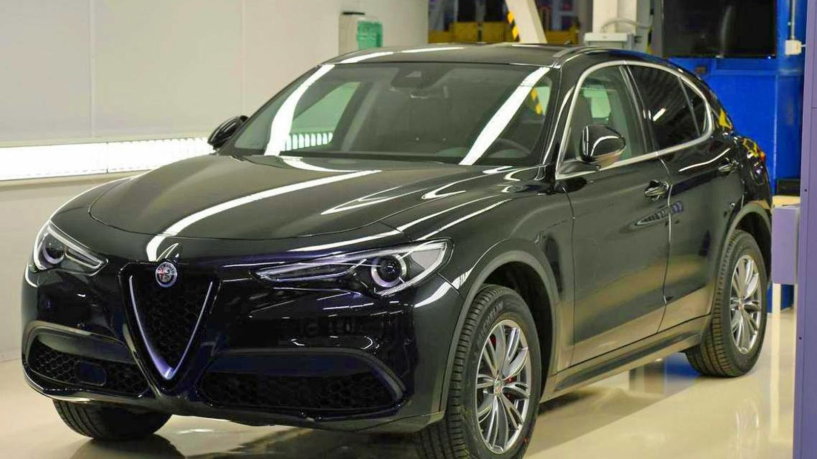 Alfa romeo giulia quadrifoglio model car 12