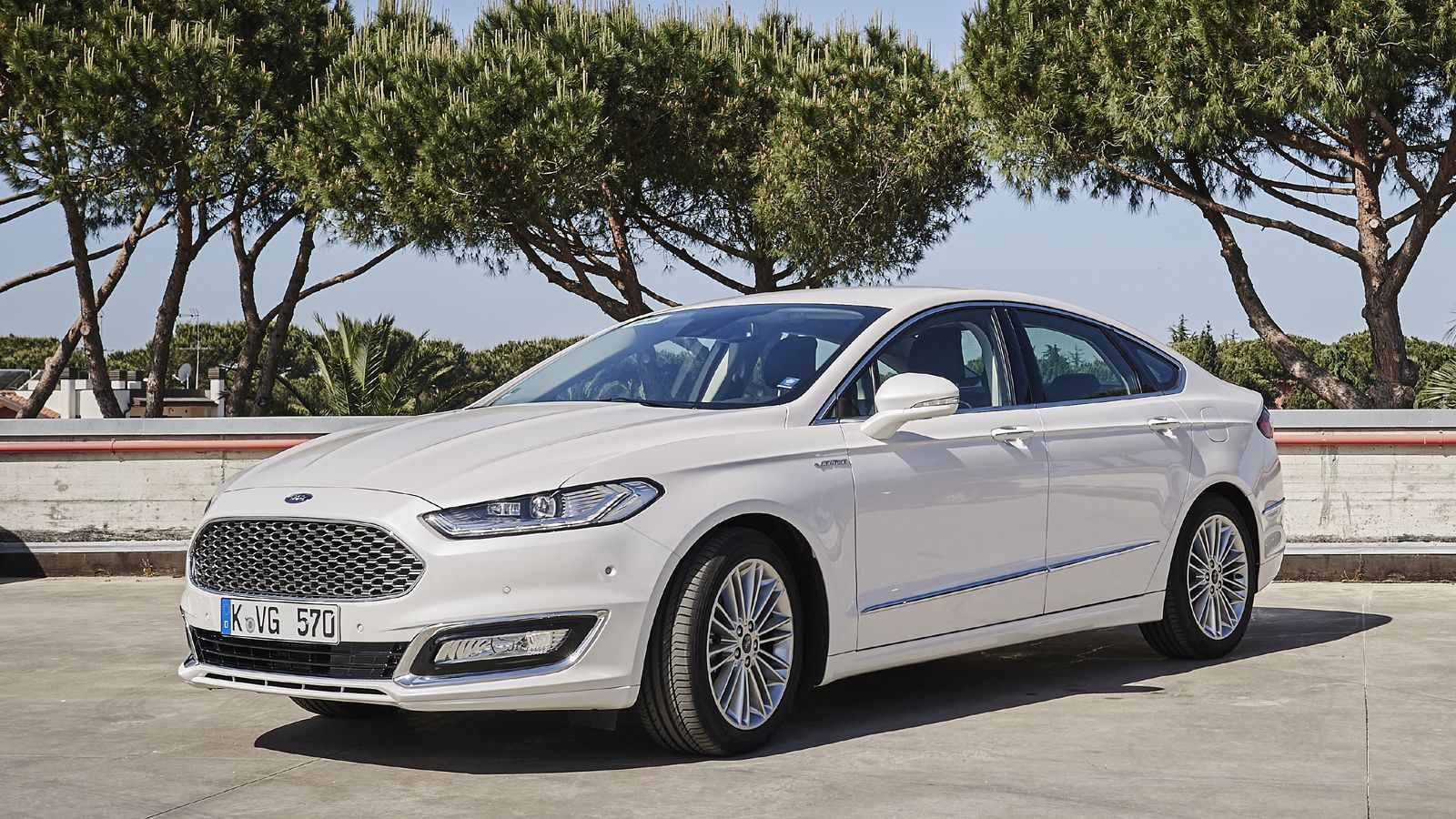 ford mondeo sw vignale ford mondeo vignale sw ford vignale mondeo sw youtube essai ford. Black Bedroom Furniture Sets. Home Design Ideas