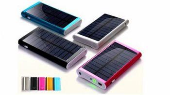 Δεν μένεις ποτέ από μπαταρία στο κινητό. Χρησιμοποιούμε gadjetάκια με ηλιακή ενέργεια και έχουμε φώτα, κεράκια και διακοσμητικές πεταλούδες που αλλάζουν χρώμα Solar gadgets
