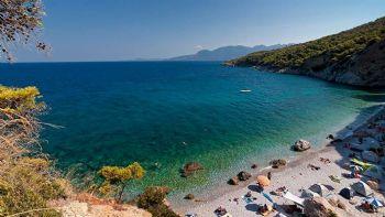 Θες μια υπέροχη νησιωτική επιλογή δίπλα από την Αθήνα; Φύγε αμέσως για το Αγκίστρι. Το πιο όμορφο νησάκι του Σαρωνικού.  Αγκίστρι: Καταπράσινο και στο Google Earth