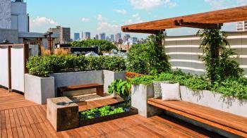 Εκτός από την αισθητική αναβάθμιση του χώρου, η δημιουργία roof garden συνδέεται και με λειτουργικά πλεονεκτήματα που δεν μπορείς να φανταστείς! Η ενίσχυση της θερμομόνωσης και η αύξηση της αξίας του ακινήτου είναι μερικά από αυτά!    Τα μυστικά των roof gardens!