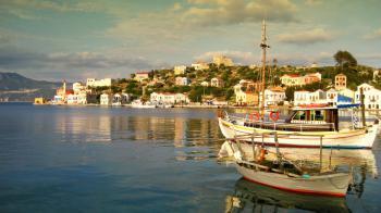 Το Καστελόριζο, το ανατολικότερο σημείο της Ευρώπης, διαθέτει το ομορφότερο γαλάζιο σπήλαιο στην Μεσόγειο, ενώ επιλέχθηκε για τα γυρίσματα της οσκαρικής ταινίας «Mediterraneo» κάνοντάς το παγκόσμια γνωστό. Η άγνωστη ομορφιά του Καστελόριζου
