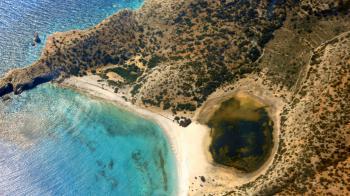 Πάρε τη σκηνή σου και βρες τη παραλία, που θα σε χαλαρώσει και θα σε φέρει πιο κοντά στη φύση. Διαλεγμένες παραλίες για αξέχαστες στιγμές. Τα top μέρη για ελεύθερο camping