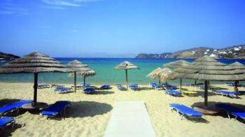 4 αγαπητά νησιά, που προσφέρουν νυχτερινή διασκέδαση, ειδυλλιακό ηλιοβασίλεμα, κρυστάλλινες παραλίες και ιδιαίτερα λιμνοσπήλαια σε περιμένουν να τα γνωρίσεις. 4 δημοφιλή ελληνικά νησιά για διακοπές