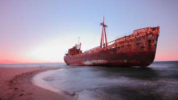 Ναυάγια: Της Ζακύνθου πιο διάσημο, του Γυθείου πιο εντυπωσιακό. Δες τώρα ένα πλοίο-φάντασμα μέσα στη θάλασσα σε απόσταση αναπνοής! «Ναυάγιο» καλύτερο από της Ζακύνθου!