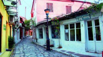 Από τις Πύλες του Αδη των ελληνιστικών χρόνων, για τσίπουρα στο Σαϊτάν Παζάρ, μπάνιο στην Μπέλλα Βράκα και αεροπλανική θέα στην Πάργα! Κι όλα αυτά μέσα σε μερικά χιλιόμετρα! Πρέβεζα, Πάργα, Σύβοτα… πάμε τώρα! Πρέβεζα: Τα πίνεις στο... Παζάρι του Διαβόλου