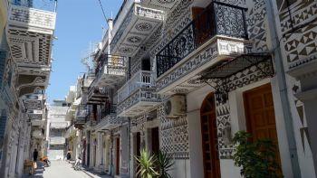 Πήγαινε τώρα στο Πυργί, το χωριό που είναι μόνο του ένας πίνακας ζωγραφικής. Παράλληλα δοκίμασε στη Χίο την αυθεντική μαστίχα Χίου, τον Αριούσιο Οίνο και βούτα στην Αγία Φωτιά την πιο ξακουστή παραλία του νησιού. Το ζωγραφιστό χωριό σου μένει αξέχαστο