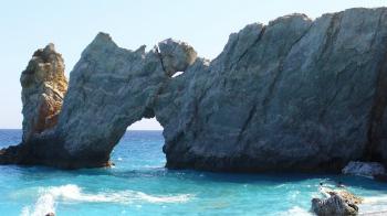Βρες κοσμοπολιτισμό, ρομαντισμό, όμορφες παραλίες και διασκέδαση στις Σποράδες. Δες, ένα-ένα τα νησιά και διάλεξε αυτό, που σου ταιριάζει. 4 διαφορετικοί λόγοι να επιλέξεις Σποράδες