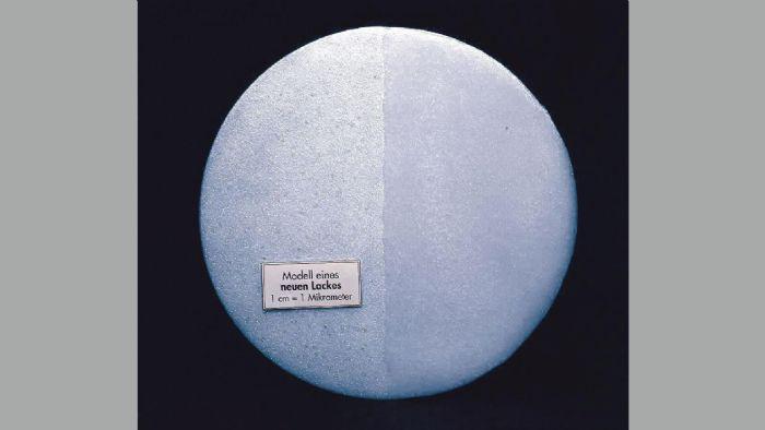 Η φθορά δεν είναι ορατή πάντα οπότε το μικροσκόπιο μας δίνει μια πιο καλή απεικόνιση: δείτε κατά σειρά στις φωτογραφίες τι εικόνα εμφανίζει η νέα βαφή, μια ελαφρώς ταλαιπωρημένη βαφή και τέλος πώς δείχνει ένα πολύ φθαρμένο και γδαρμένο αμάξωμα.