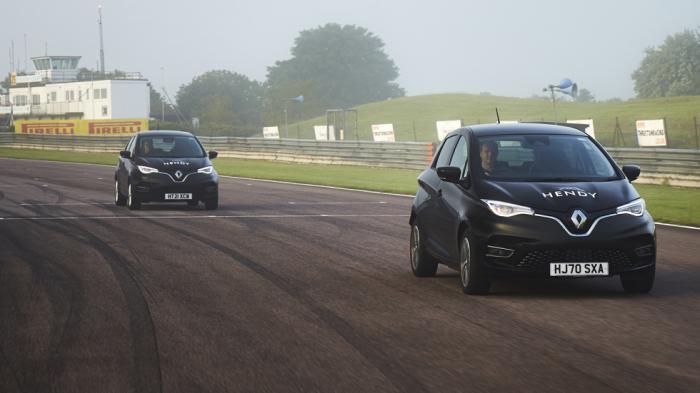 Δύο Renault Zoe χρησιμοποιήθηκαν για το ρεκόρ.