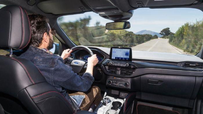 Το πακέτο συστημάτων υποβοήθησης Ford Co-Pilot 360 συνδυάζει ένα πλήθος τεχνολογικών συστημάτων που, όλα μαζί, συνεργάζονται για να κάνουν την οδηγική εμπειρία πιο άνετη και πιο απολαυστική. Το Kuga ρυθμίζει αυτόματα την ταχύτητά σας βάσει της ταχύτητας του προπορευόμενου οχήματος, αναγνωρίζει τα σήματα και παρέχει υποβοήθηση τιμονιού κρατώντας σας στο κέντρο της λωρίδας σας.
