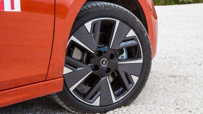 Χαρακτηριστικές οι αεροδυναμικές ζάντες του Opel Corsa-e.