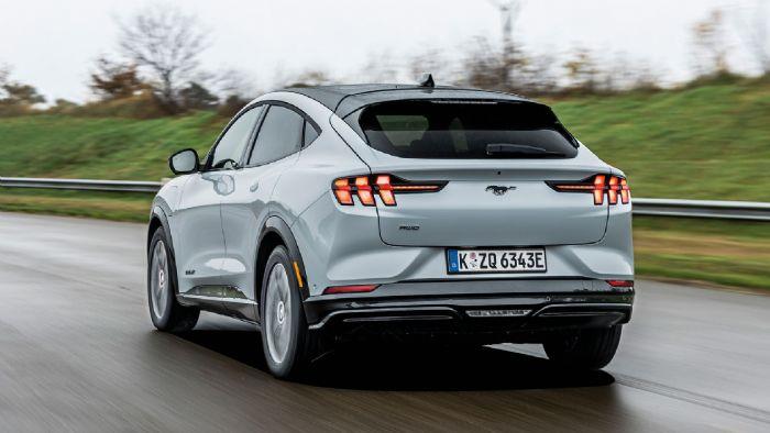 Η ηλεκτρική έκδοση της Mustang αντλεί στοιχεία από το συμβατικό μοντέλο και το τελικό αποτέλεσμα είναι ένα δυναμικό και ξεχωριστό SUV.