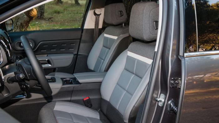 Αναπαυτικά και εξαιρετικά άνετα τα Advanced Comfort καθίσματα-πολυθρόνες.