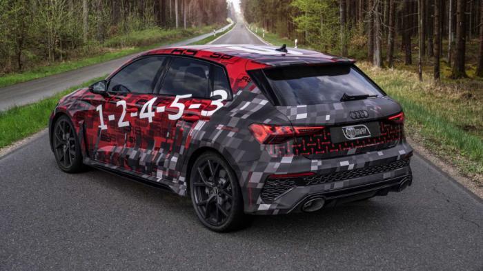 Το RS3 hatchback θα εξοπλίζεται με νέο σύστημα εξάτμισης με oval απολήξεις.