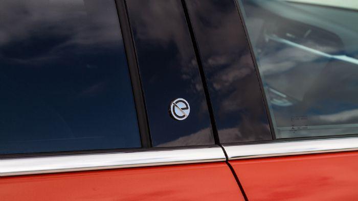 Το μονόγραμμα «e», οι αεροδυναμικές ζάντες και η απουσία εξάτμισης είναι οι μόνες διαφορές στην εμφανιση του Corsa-e.