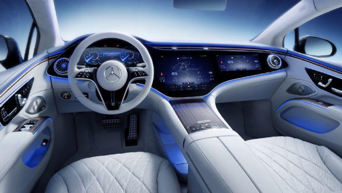 Η Mercedes EQS λανσάρει το σύστημα MBUX Hyperscreen που συνδυάζει τρεις οθόνες σε μια υπερ-οθόνη OLED υψηλής ευκρίνειας 56 ιντσών.