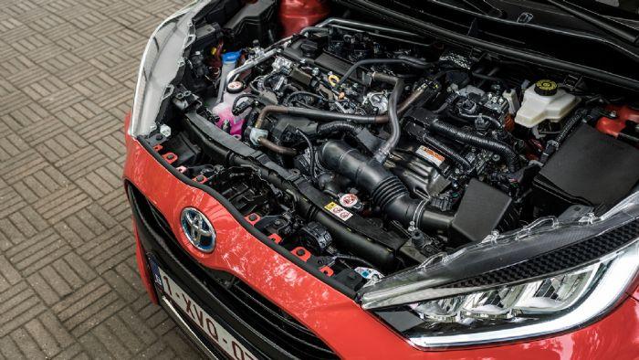 Το Yaris χρησιμοποιεί την τέταρτης γενιάς υβριδική τεχνολογία της Toyota HSD, η οποία συνδυάζει ένα 1.500άρη κινητήρα 91 ίππων, με ένα ηλεκτροκινητήρα  80 ίππων με το σύστημα να αποδίδει συνδυαστικά 116 ίππους.