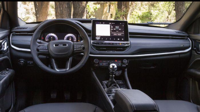Το εσωτερικό του Compass είναι πιο όμορφο και λειτουργικό, παραμένοντας καλό σε ποιότητα και χώρους, αλλά και ευρύχωρο.