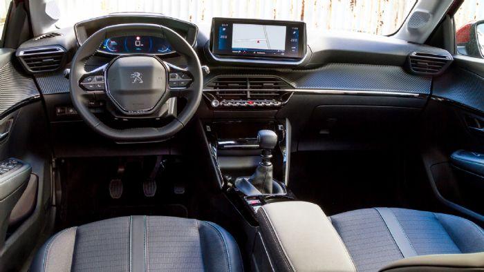 Εντυπωσιακό σε σχεδίαση και χαρακτήρα είναι ο εσωτερικό του 208, προβάλλοντας έναν premium αέρα σε όλα τα επίπεδα.