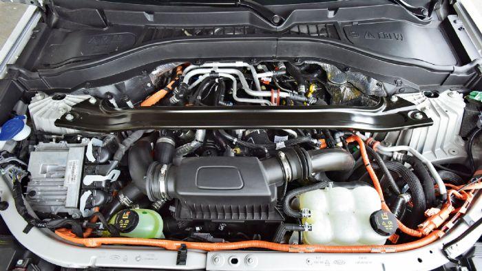 Η plug-in υβριδική τεχνολογία του Explorer έχει τον 3λιτρο EcoBoost των 457 ίππων και των 825 Nm ροπής σε κεντρικό πλάνο.