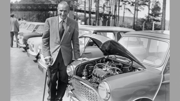 Πριν φτάσουμε στα σημερινά Mini Cooper, ο ελληνικής καταγωγής Αλεκ Ισιγόνης σχεδίασε πάνω σε... χαρτοπετσέτα το πρώτο Mini (1959)!