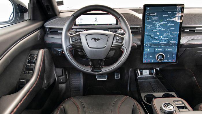 Η Mustang Mach-E ακολουθεί τα αμερικανικά ήθη και μάλιστα φαίνεται να έχει πάρει ιδέες από την Tesla.