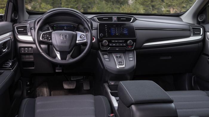 Το οριζόντιας διάταξης ταμπλό του CR-V κερδίζει τις εντυπώσεις με την ποιότητα και τη στιβαρότητά του.