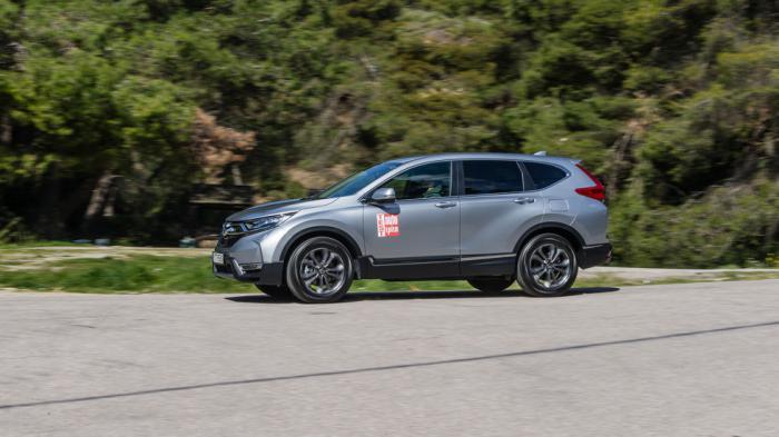 To Honda CR-V Hybrid εφοδιάζεται με έναν δίλιτρο βενζινοκινητήρα i-VTEC κύκλου Atkinson και έναν ηλεκτροκινητήρα, με συνδυαστική ισχύ 184 ίππων και μέση κατανάλωση 7,1 λτ./100 χλμ..