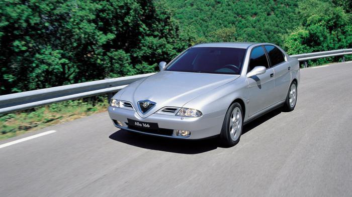 Η Alfa Romeo 166 ήταν ο τελευταίος εκπρόσωπος των Ιταλών στην λίγκα των premium μεγάλων sedan, ούσα αντιμέτωπη με τις BMW Σειρά 5 και Mercedes E-Class της εποχής.