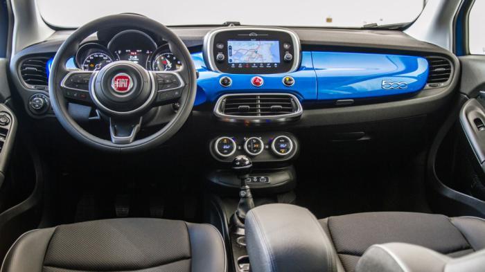 Μοντέρνο, πρακτικό και με πολύ καλή ποιότητα κατασκευής είναι το εσωτερικό του Fiat 500Χ ξεχωρίζοντας για την αισθητική του. Η οθόνη αφής των 7 ιντσών τονίζει τον σύγχρονο χαρακτήρα του.