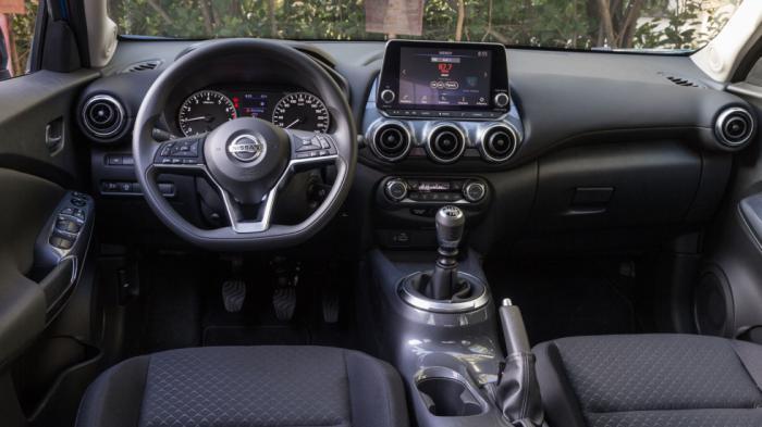 Το εσωτερικό του Nissan Juke είναι το πιο εμπνευσμένο σχεδιαστικά προβάλλοντας έντονα νεανικό χαρακτήρα. Παράλληλα ικανοποιεί με την ποιότητα κατασκευής και το φινίρισμά του.