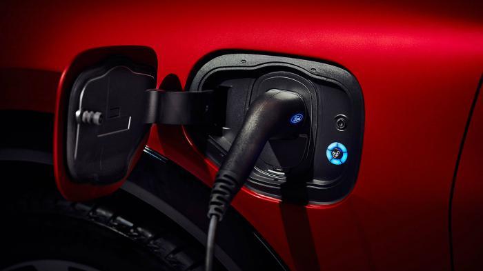 Έως και 62 χλμ. ανά 1 ώρα φόρτισης μπορεί να παράσχει το ηλεκτρικό SUV της Ford.