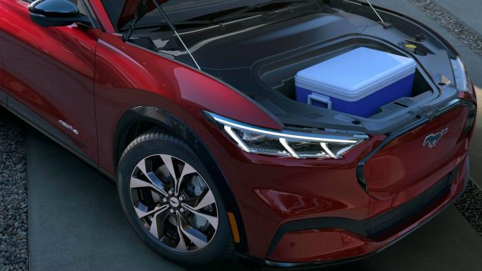 Το αυτοκίνητο διαθέτει εμπρός αποθηκευτικό χώρο 100 λίτρων με σύστημα αποστράγγισης νερού!