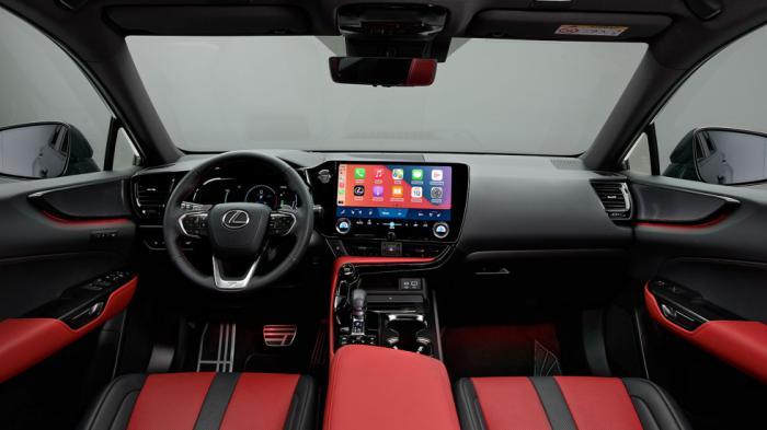 Πλήρης αναβάθμιση στην καμπίνα: Στα highlights η οθόνη αφής 9,8 ή 14 ιντσών, το τριάκτικο τιμόνι με κουμπιά αφής, το head-up display και ο ψηφιακόςπίνακας οργάνων.