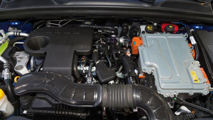 Η υβριδική τεχνολογία του Renault Clio E-Tech του προσφέρει απαράµιλλη οικονοµία χωρίς να αλλοιώνει τον χαρακτήρα του στο ελάχιστο.