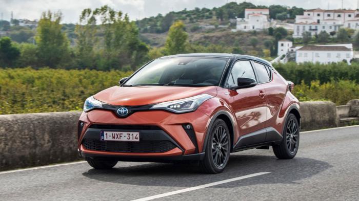 Στα όρια της εκκεντρικότητας είναι η σχεδίαση του Toyota C-HR με έντονα κουπέ στοιχεία και χαρακτηριστικά μικρά παράθυρα στο πίσω μέρος.