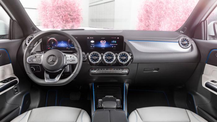Όμορφη και ποιοτική είναι στο εσωτερικό της η Mercedes EQΑ, παραπέμποντας αισθητικά στην GLA αλλά με περισσότερο high-tech διάκοσμο και συστήματα που αναδεικνύουν τον σύγχρονο χαρακτήρα της.