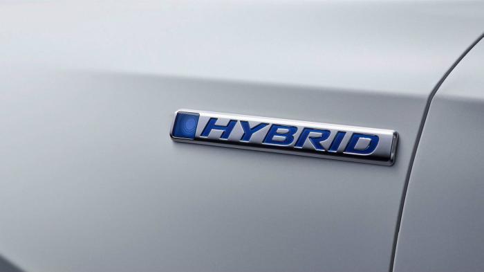 Η δεύτερη teaser εικόνα δείχνει το λογότυπο «Hybrid» της υβριδικής έκδοσης του νέου CR-V.