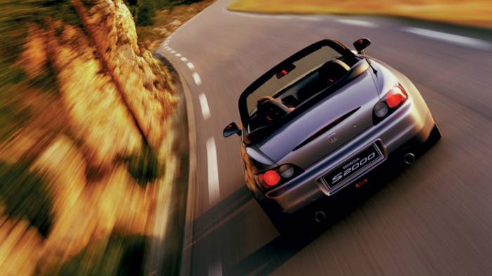 Η τοποθέτηση του κινητήρα πίσω από τον εμπρός άξονα έδωσε το πολυπόθητο 50/50 στην κατανομή του βάρους.