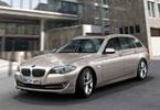 Η έκδοση Touring της 5άρας διαθέτει ότι ακριβώς και η sedan  εκδοχή, όμως με περισσότερη πρακτικότητα