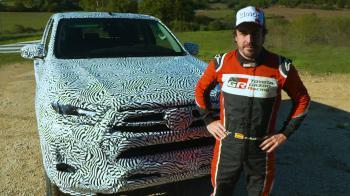 O Αλόνσο δοκιμάζει το ανανεωμένο Toyota Hilux