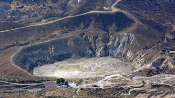 Νίσυρος: Περπάτα σε κρατήρα ηφαιστείου