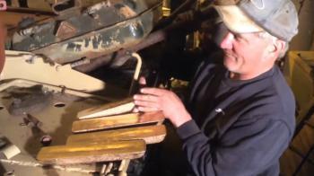 Συλλέκτης βρήκε 5 ράβδους χρυσού σε τανκ!