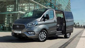 Nέο Ford Tourneo PHEV